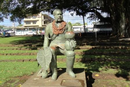ヒロのカラカウア王像