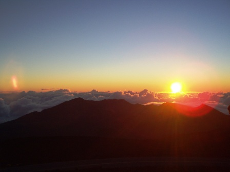 マウイ島ハレアカラ山頂から見た日の出